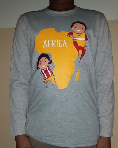 Kinders t-shirt gray With African map decoration at the front Size 4 yrs