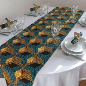 Nice Set of Ankara decoration Set for Dining Room to make your home look sweet. You Get 4 pcs of Mouth wipe  30x50cm and 1 table clothe 70x200cm