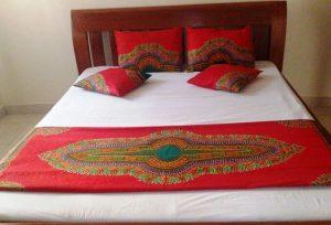 Red dashiki bed runner set